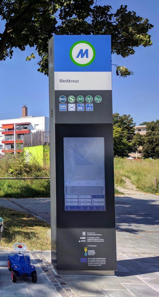 Die MVG Digitalstele am Westkreuz